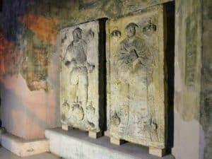 Denkmal Figuren Denkmalhalle Döhlen